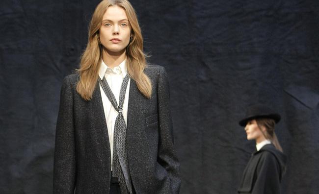 La cravatta Hermès si veste di tecnologia