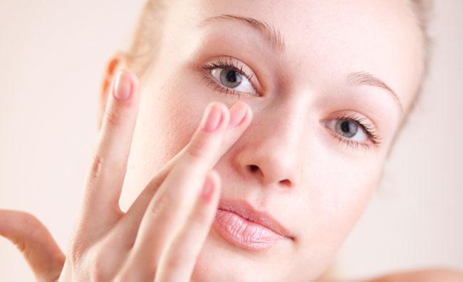 La cura del contorno occhi
