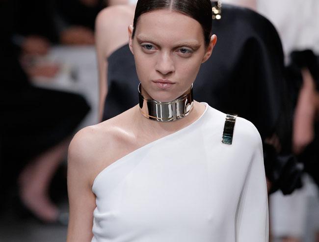 Il lato angelico della donna Givenchy