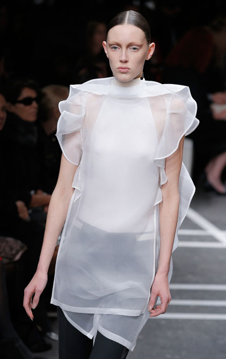 Givenchy - maglia bianca e pantalone nero
