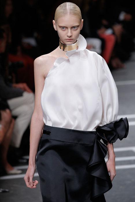 Givenchy - camicia monospalla bianca