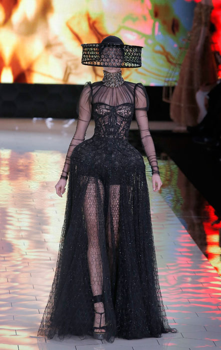 Alexander McQueen - Abito lungo nero con baschina