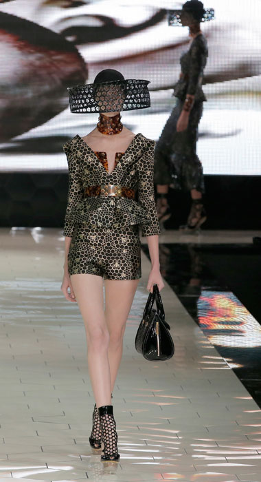 Alexander McQueen - Shorts e giacca stretta in vita
