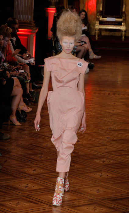 Vivienne Westwood -abito rosa antico