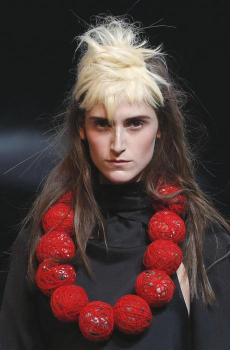 Yohji Yamamoto - Dettaglio collana rossa