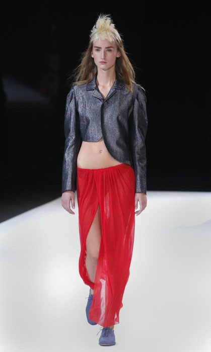 Yohji Yamamoto - Giacca corta e gonna pareo rossa