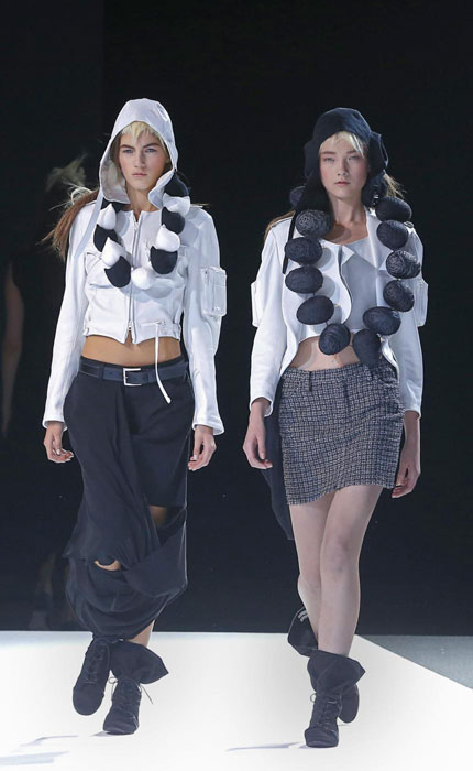 Yohji Yamamoto - Felpa bianca con pntalone e gonna