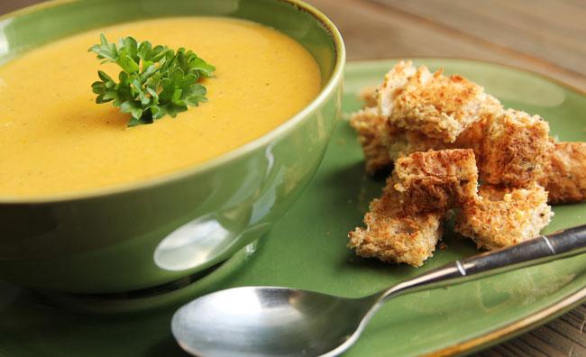 Zuppe e vellutate, calde e nutrienti