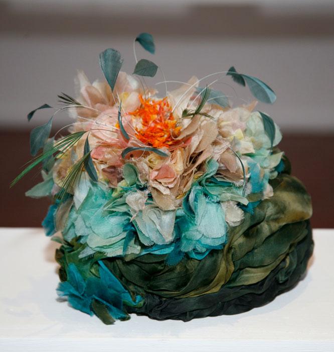 Cappello con fiori e piume Altalen