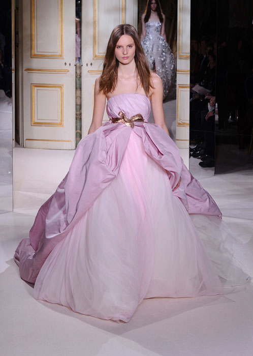 L'alta moda sfila a Parigi