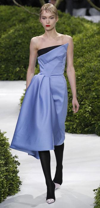 Abito azzurro cielo con scollo tagliat Christian Dior