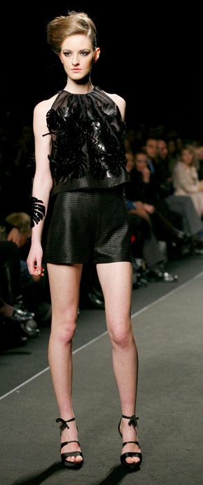 Shorts e top con applicazioni  Nino Lettieri