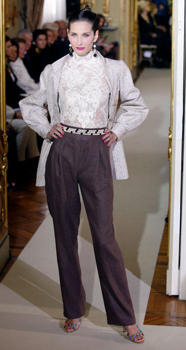 Pantaloni con camicia in picco e cappotto Raffaella Curiel