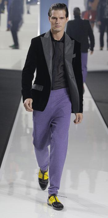 ... sfilata Milano Moda Uomo. Spezzato con scarpe a contrasto Dirk  Bikkembergs 6cc0233136c