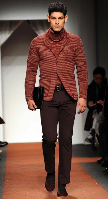 ... sfilata Milano Moda Uomo. Cardigan su pantalone Missoni 9e3d32f4cfe