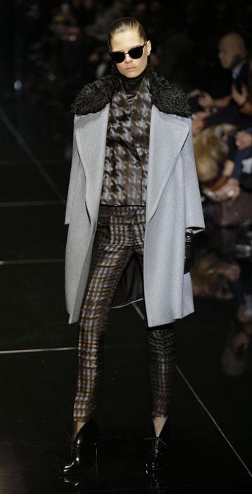 Pantaloni, top e cappotto Gucci