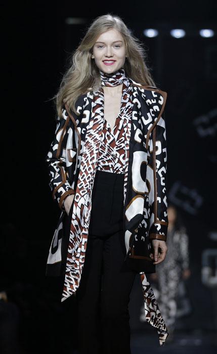 Completo con top foulard Diane Von Furstenberg