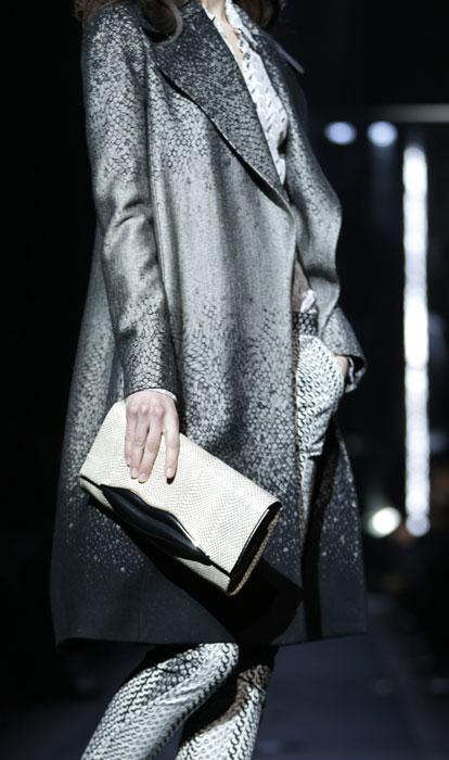Cappotto, pantaloni e pochette Diane Von Furstenberg
