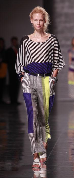 Pantaloni e top Yssei Myiake