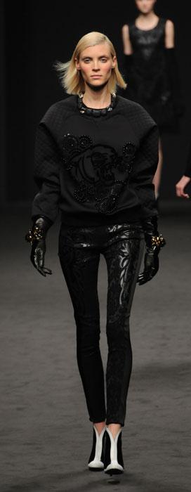Pantaloni e felpa Angelo Marani
