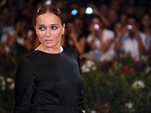 Valeria Golino nuda per una moda più pulita