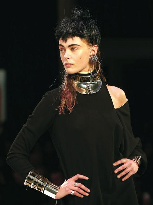 Maglia e gioielli Jean Paul Gaultier