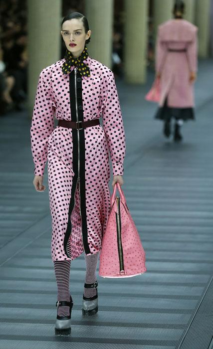 Cappotto e borsa Miu Miu
