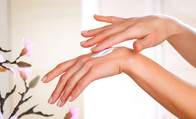 Come proteggere le mani dai segni del tempo