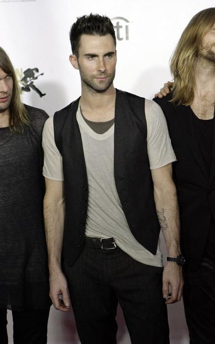 Adam Levine look