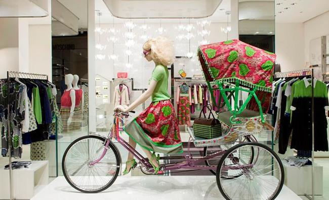 Ice cream e rickshaw per Moschino