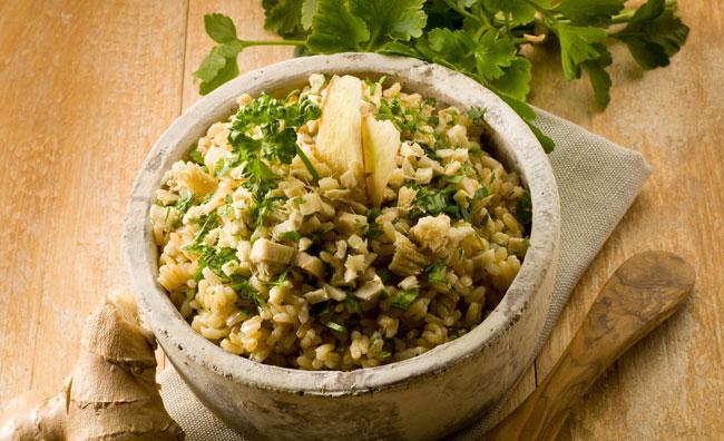 Il risotto è integrale e alle erbe spontanee