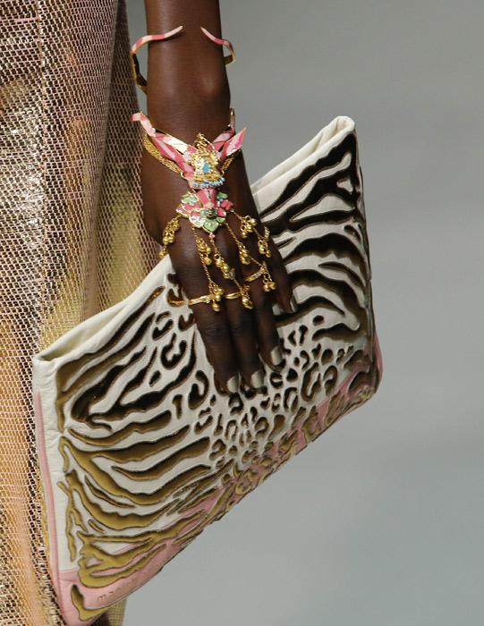 Gioiello e pochette Manish Arora