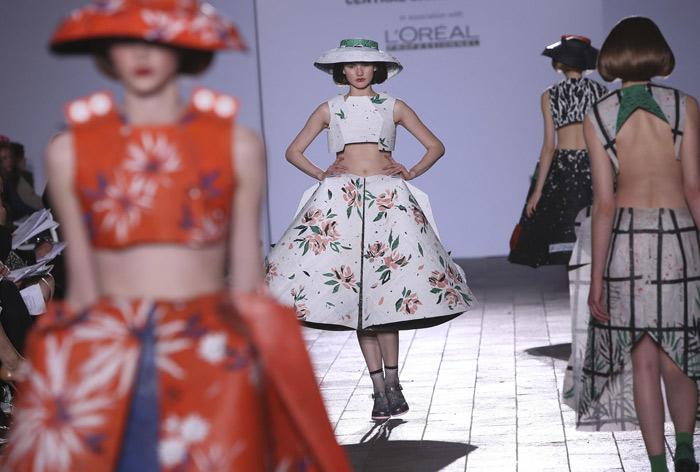 A Londra sfilano i futuri stilisti