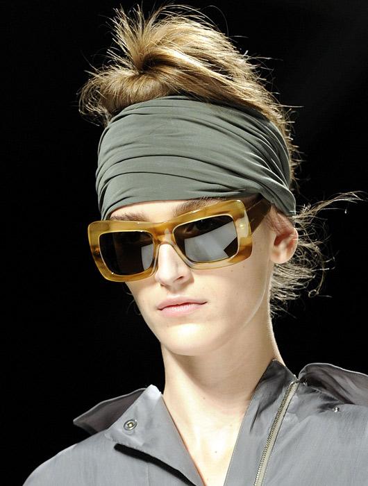 b6d8c5a2b137 La nuova vita del foulard - www.stile.it