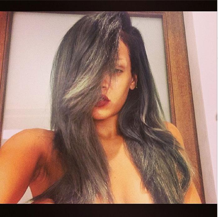 Rihanna topless su Instagram