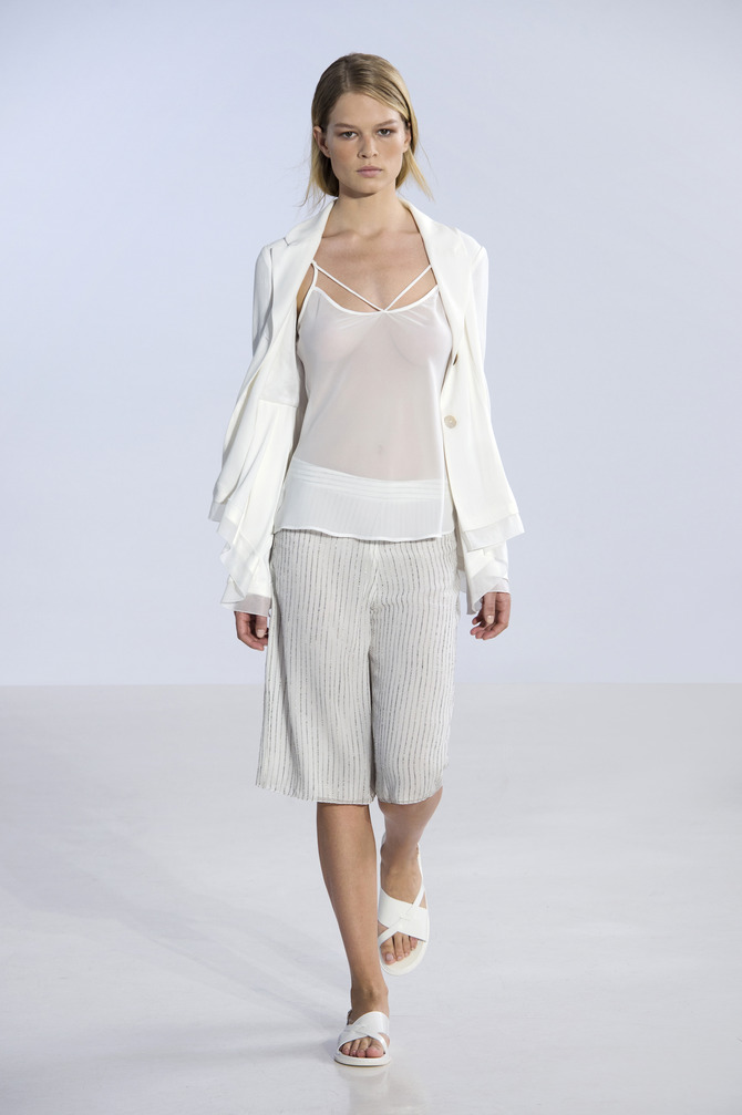 Bermuda, top e cardigan Philosophy by Alberta Ferretti