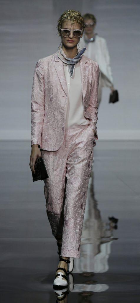 Pantaloni, giacca e top Emporio Armani
