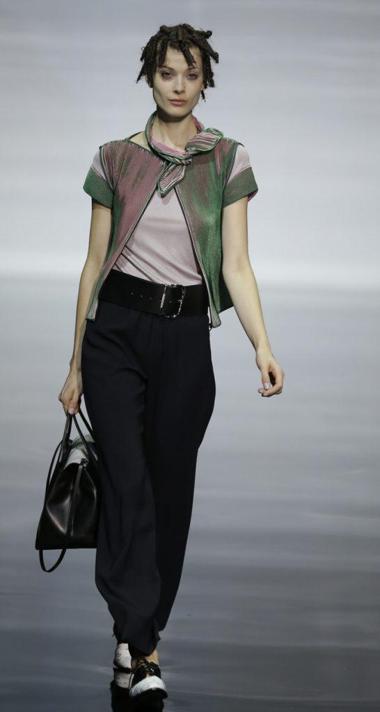Pantaloni, top e cardigan Emporio Armani