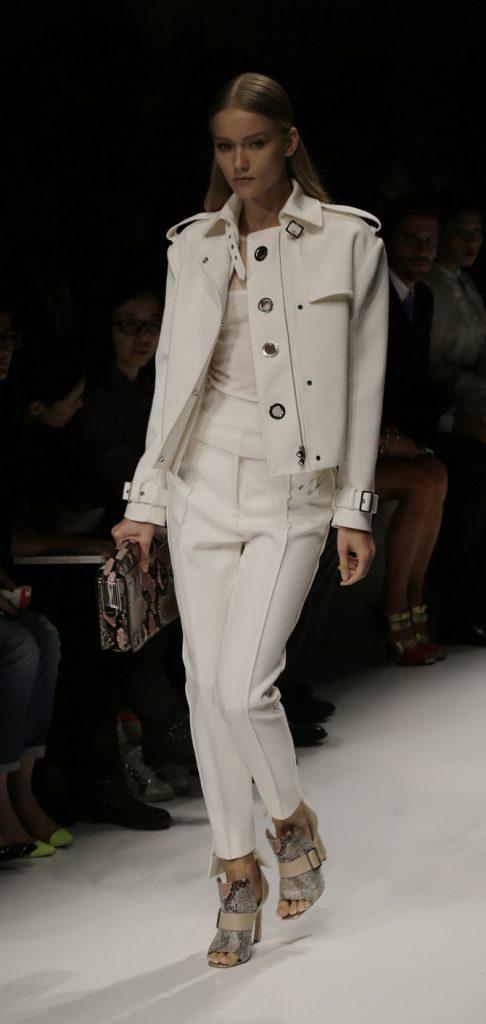 Pantaloni, maglia e trench Salvatore Ferragamo