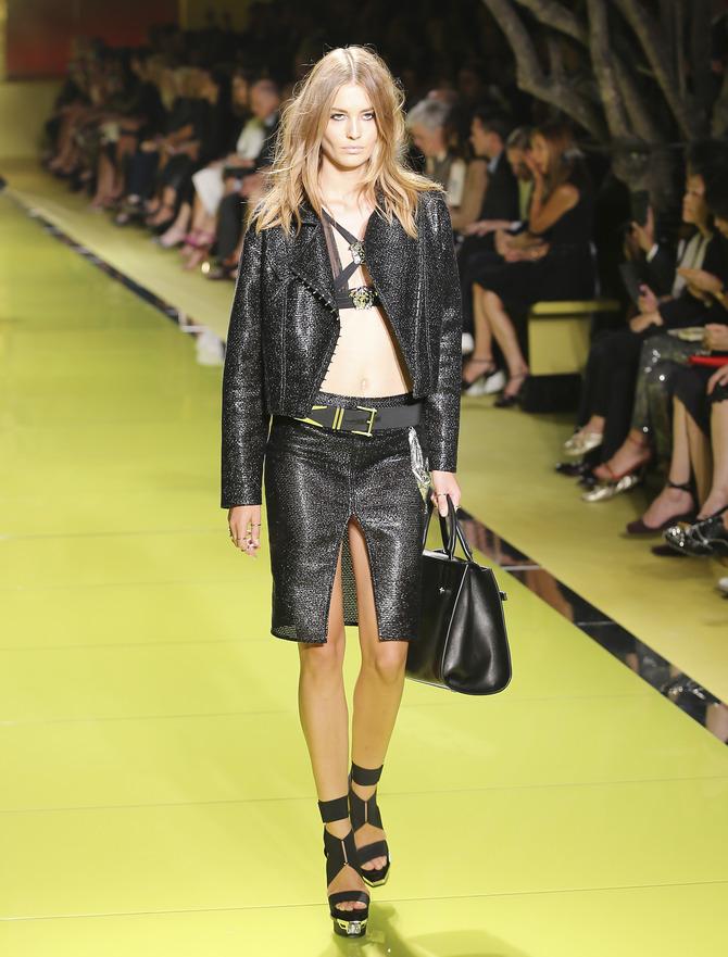 Gonna, giacca e top Versace