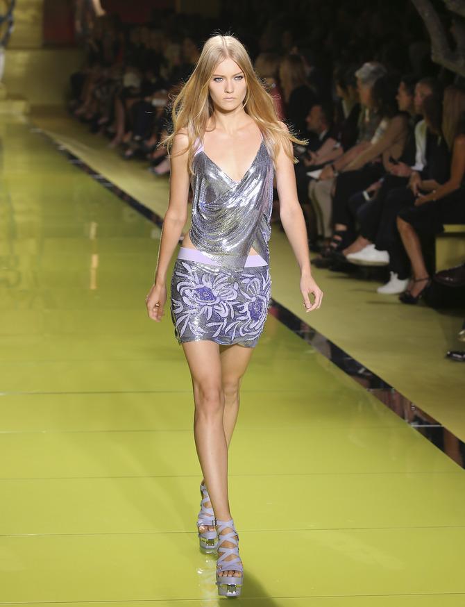 Top e minigonna Versace
