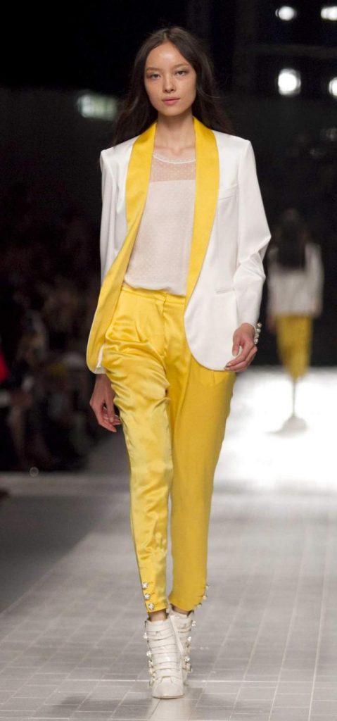 Pantaloni, top e blazer Blumarine