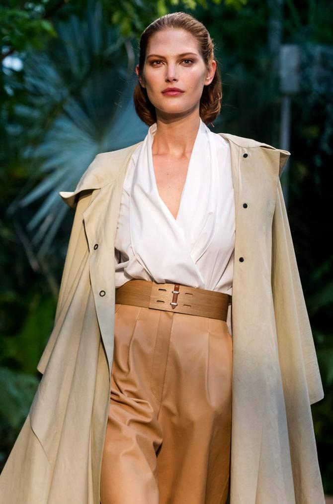 Pantaloni, camicia e trench Hermès