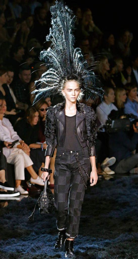 Pantaloni, top e giacca Louis Vuitton