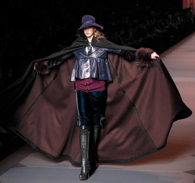 Giacca, mantella e pantaloni Dior