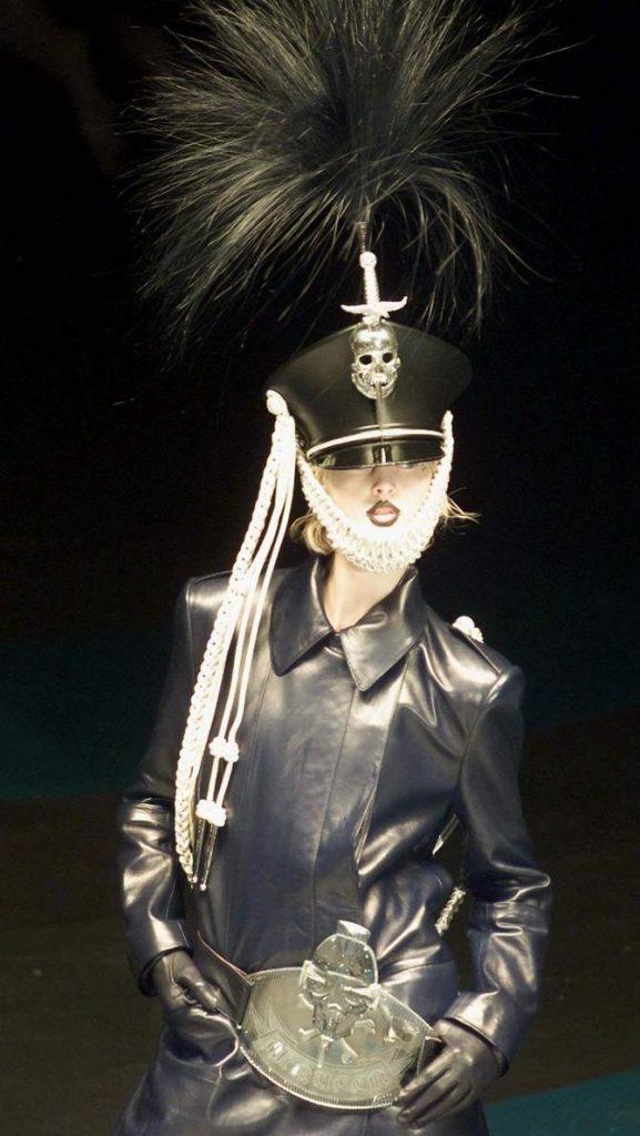 Cappotto e cappello Alexander McQueen