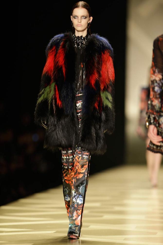 Pelliccia, maglia e pantaloni Roberto Cavalli