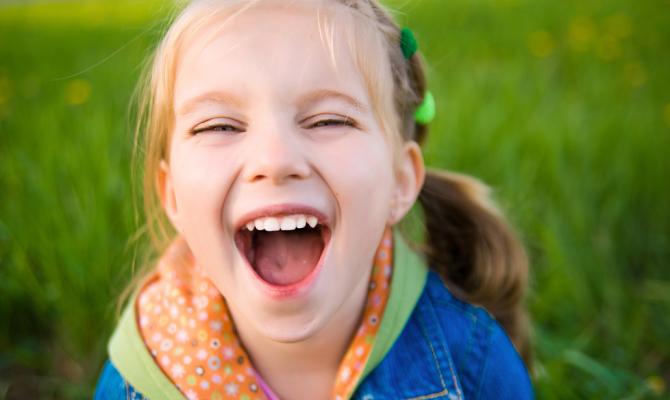 Bambina ride felice