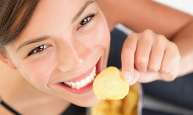 ragazza, patatina, chips