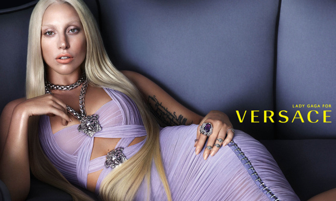 Lady Gaga nuovo volto di Versace